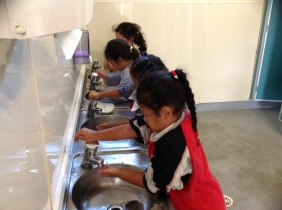 We wash our hands before we take off our painting shirts, in case the water splashes.