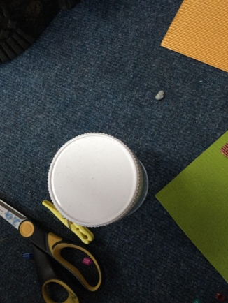 Circular lid to trace around