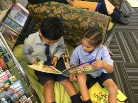 Reading together EEKK (elbow to elbow, knee to knee)